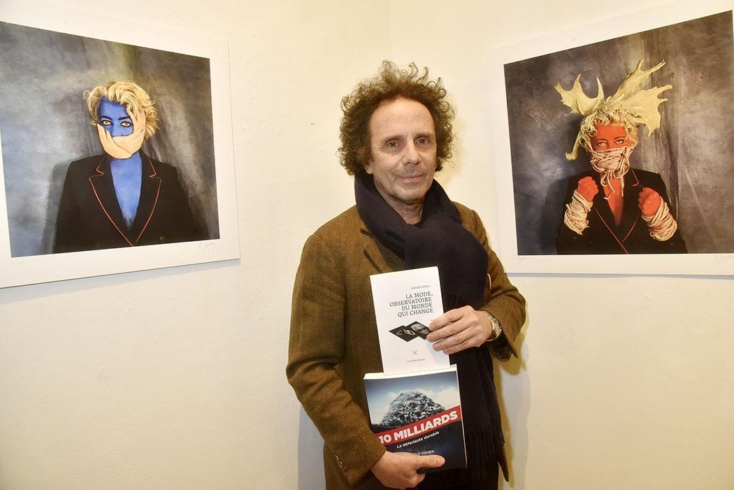 Expo Contact Sans Contact à Galerie Basia Embiricos Gerald Cohen de Baby Brand fait la promo de ses bookquins