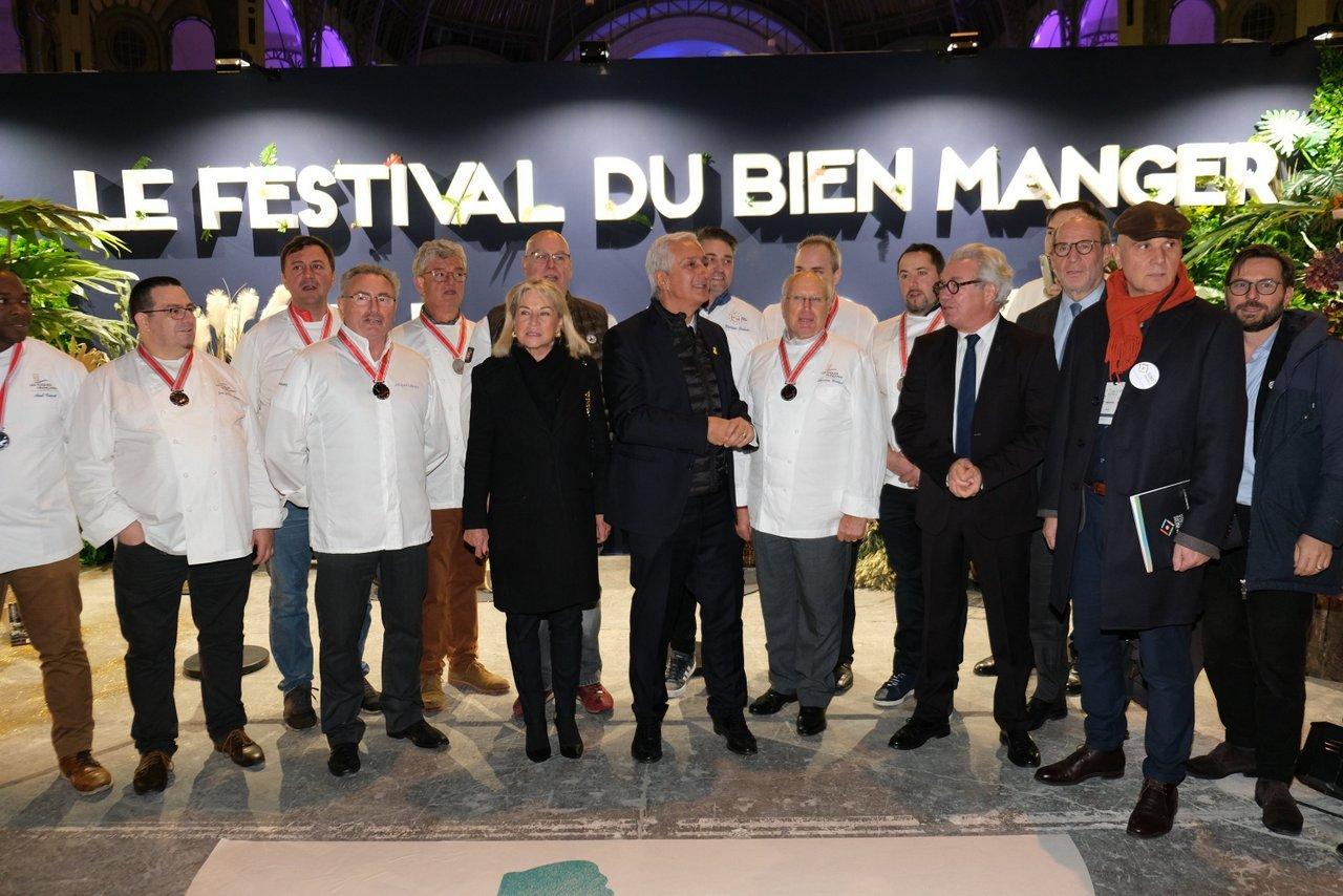 Stephane Layani acceuille la Senatrice  Catherine Dumas avec les chefs du Festival