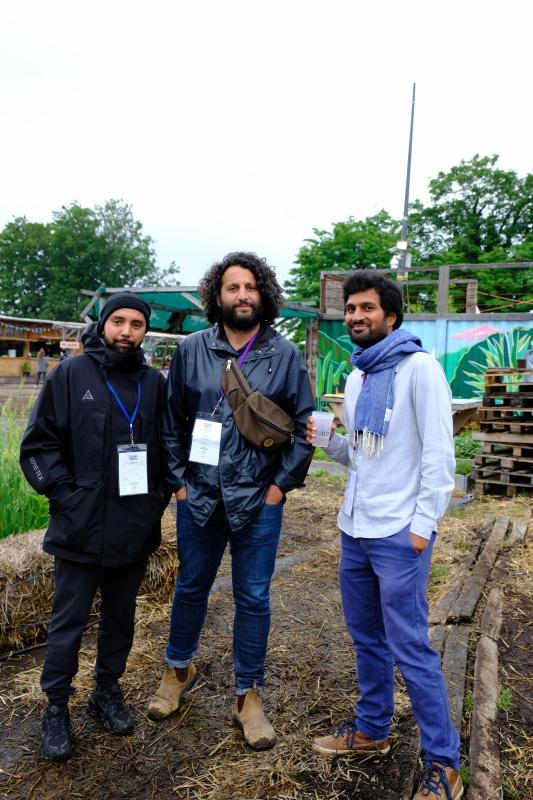 Mouss, Wael et Taoufik me présentent le festival