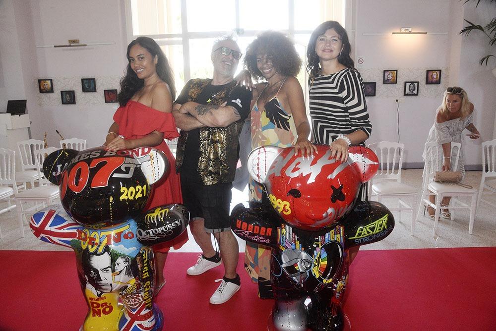 Jacky Jayet pachatte au milieu de ses « Ours Jayet » Gabrielle Vaite Boulet Alicia Fall et Angelique Moscatelli