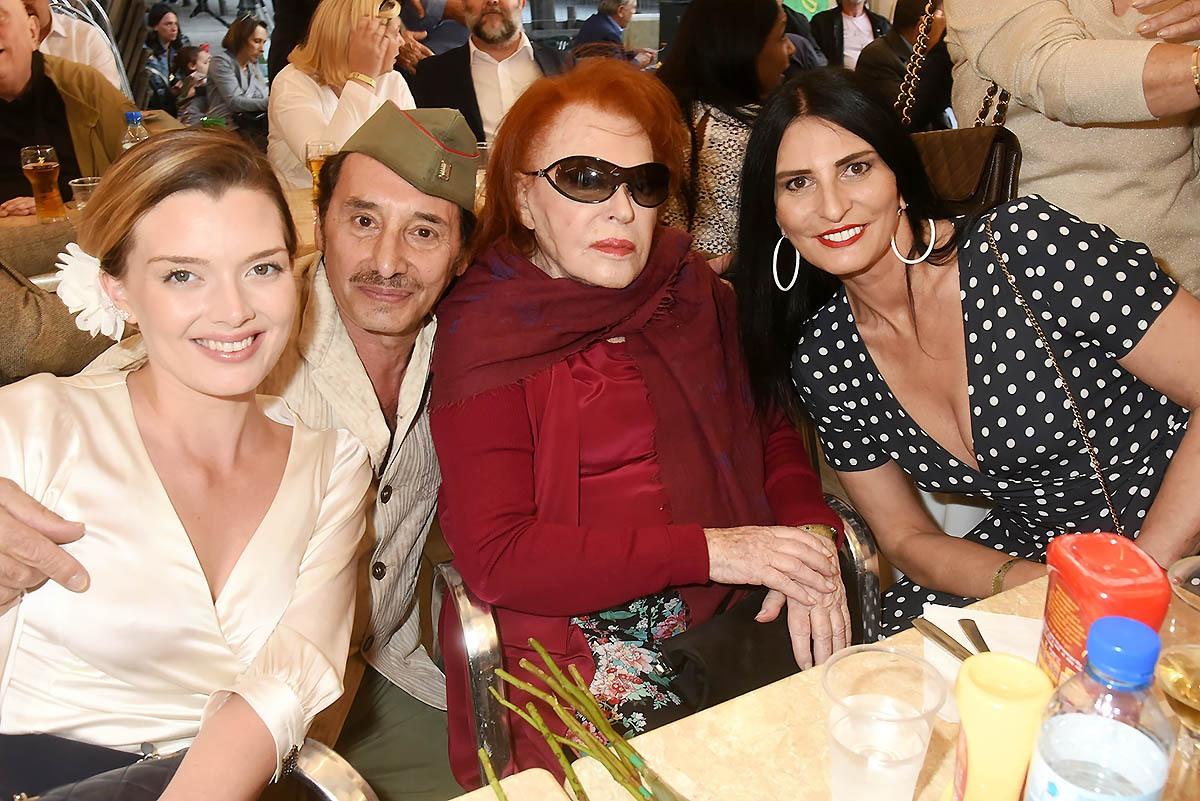 Albert de chez BalaJo et Regine de chez Bal a Gine avec les misses Brigitte et  Sylvie Ortega