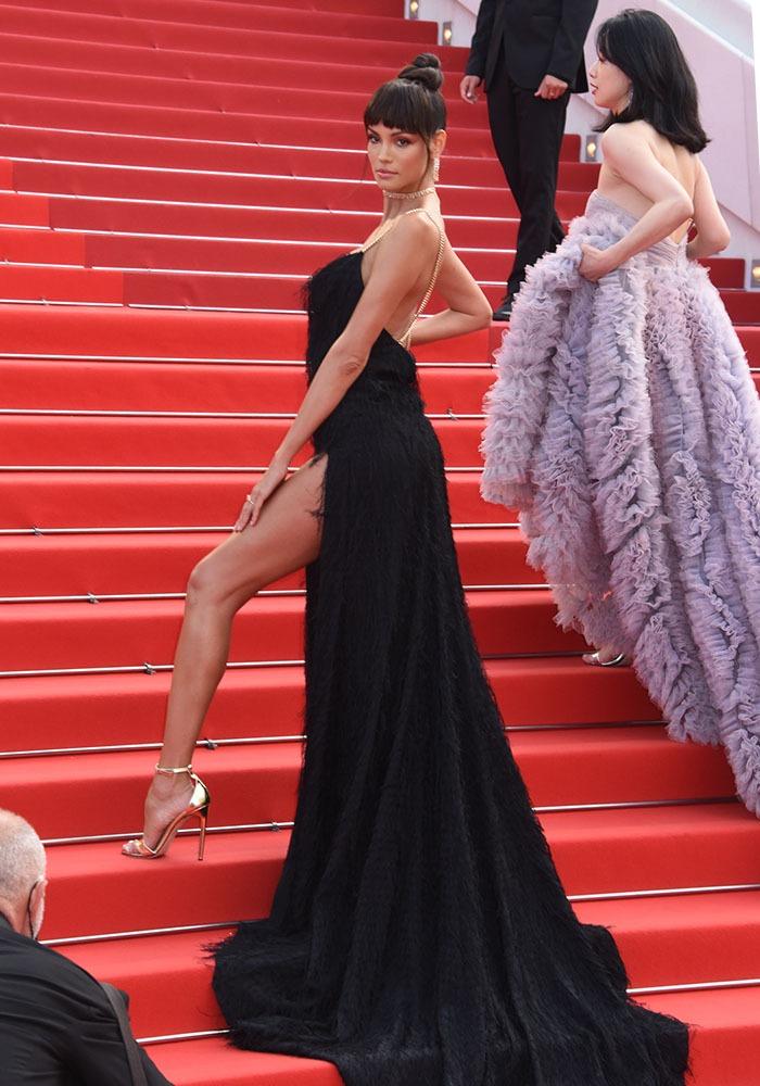 Euh La Petite Robe noire de Sofia Resing est un chouia bien longue !
