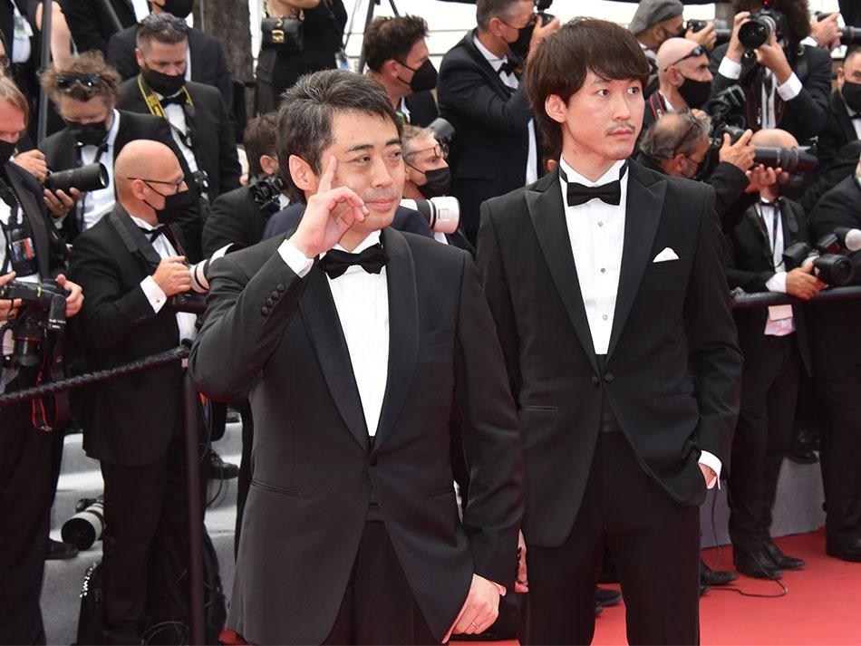 Yuichiro Saito le doigt sur la tempe est un producteur de manga animé