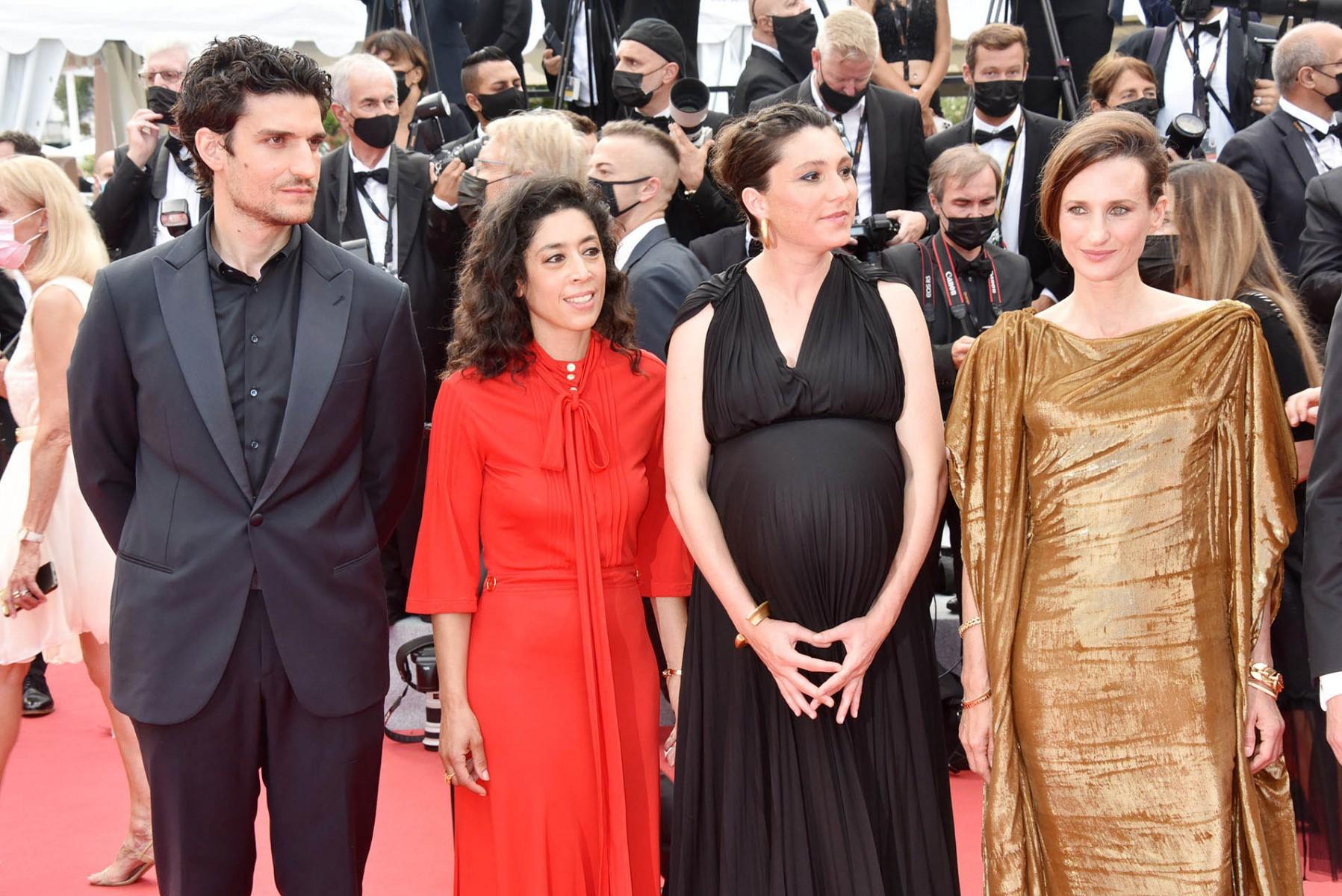 Louis Garrel très sage avec Naidra Ayadi, Rachel Lang et Mme Matt Damon -Camille Cottin,