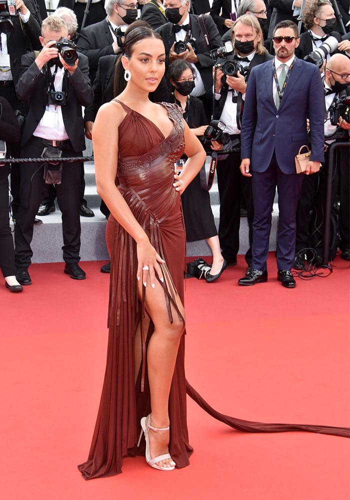 """Georgina Rodriguez S'est fendue d' une robe """"Queue leu leu"""""""