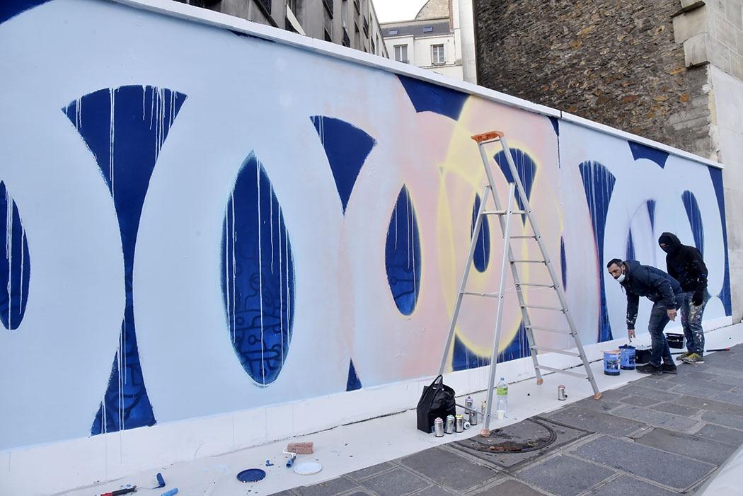 Galerie Lefeuvre Roze Expo Traits de Caractere Le Street artist Zest Franck Noto Tague un mur Avenue Myron Herrick