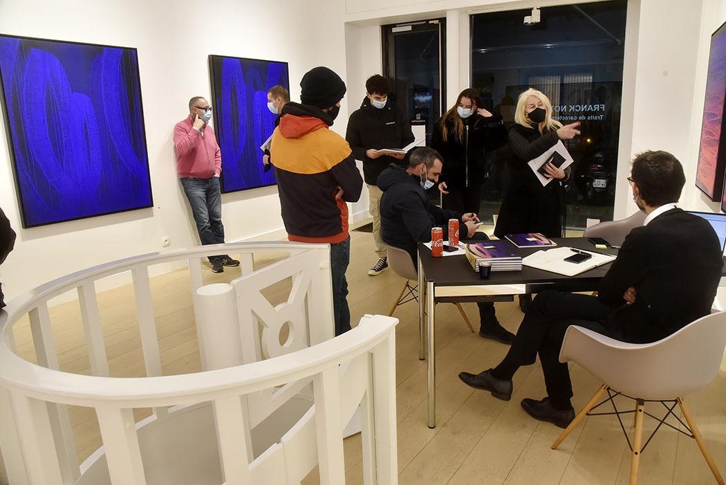 Galerie Lefeuvre Roze ambiance Expo Traits de Caractere du Street artist Zest Franck Noto