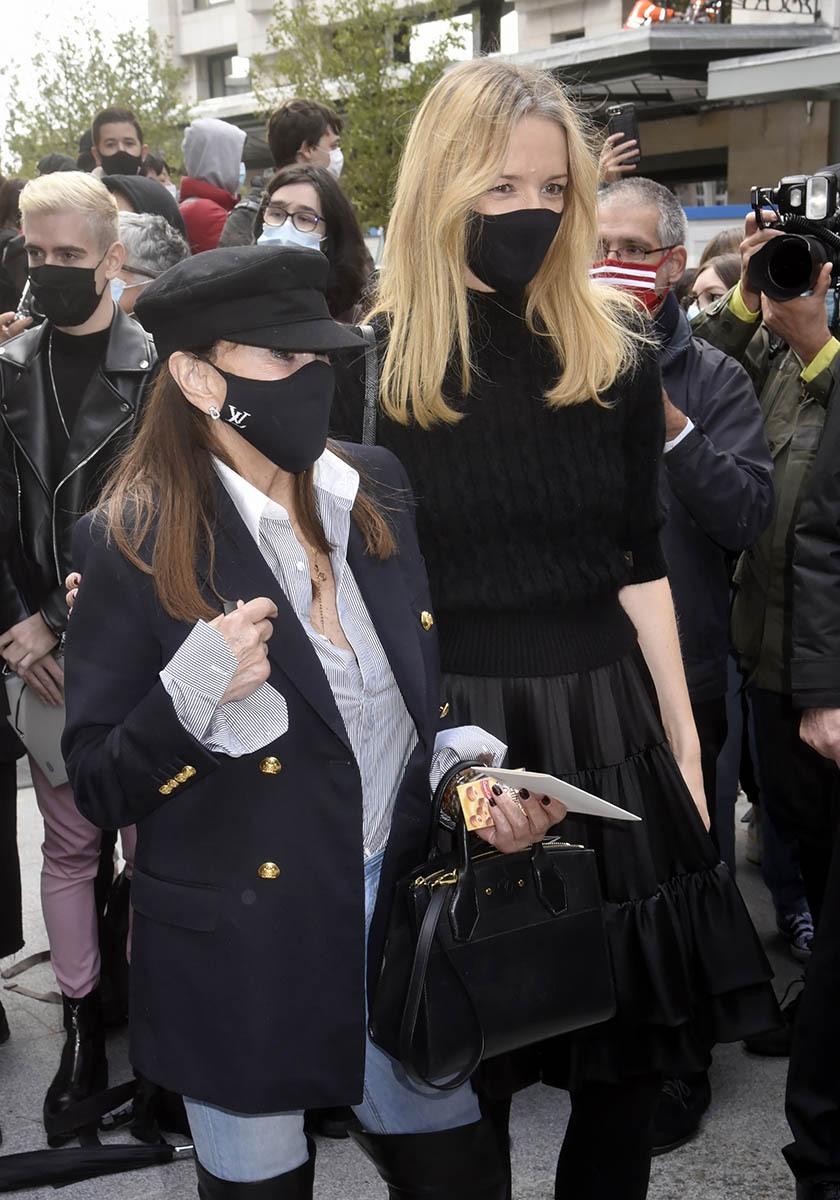 Undercover Babeth Djian et Delphine Arnault vont elles braquer un magasin Louis Vuitton?