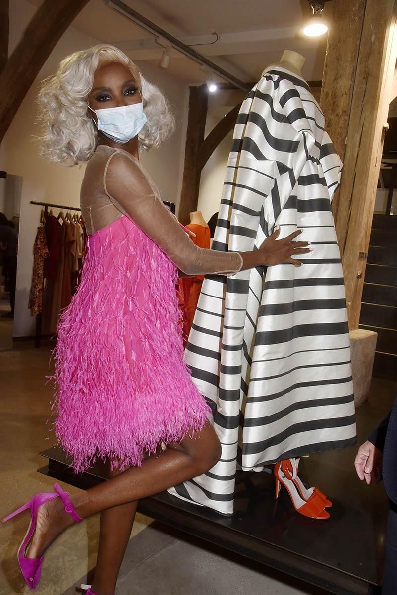 Maria Borges en pink irait bien se changer pour faire la zèbre dans cette tenue là