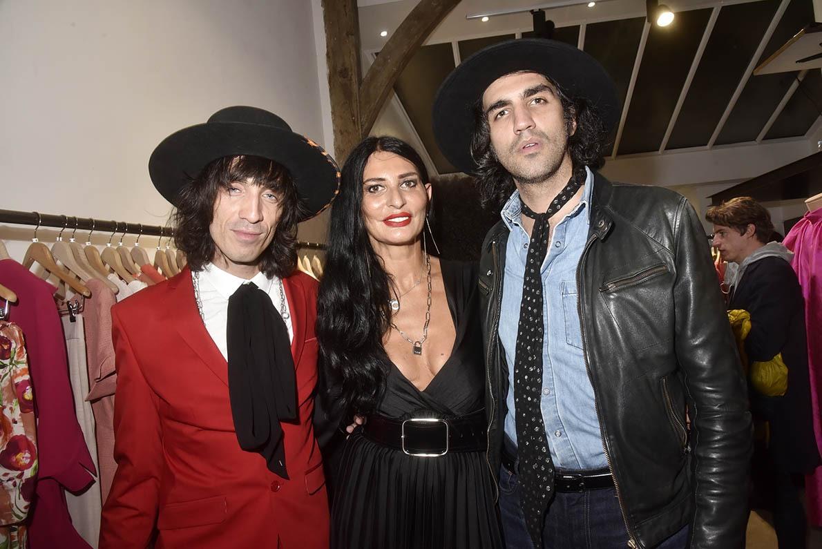 Sylvie Ortega à cheval entre cowboys Juan Milan et Mauricio Placeres
