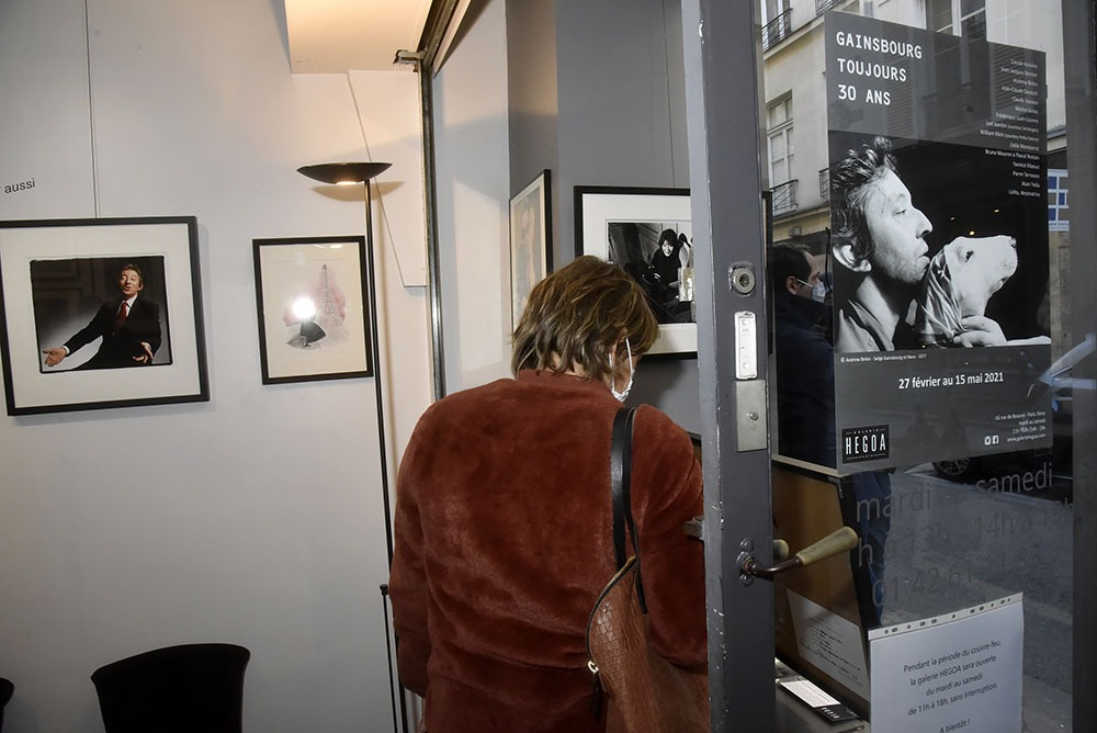 En poster L'Homme A la tete de Bull par Andrew Birkin