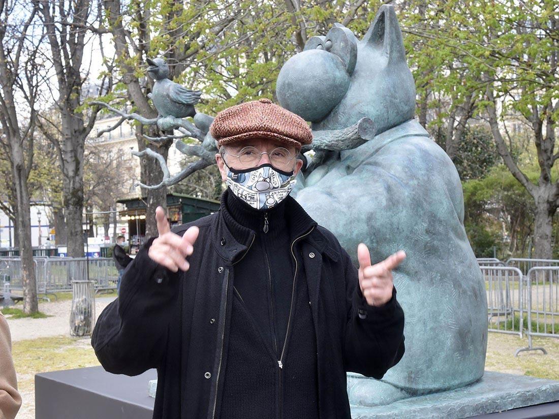 """Pachydermique? Pour les gouttières Philippe Geluck a fait des """"Le chat"""" plus compacts de la taille d'un presse papier !"""