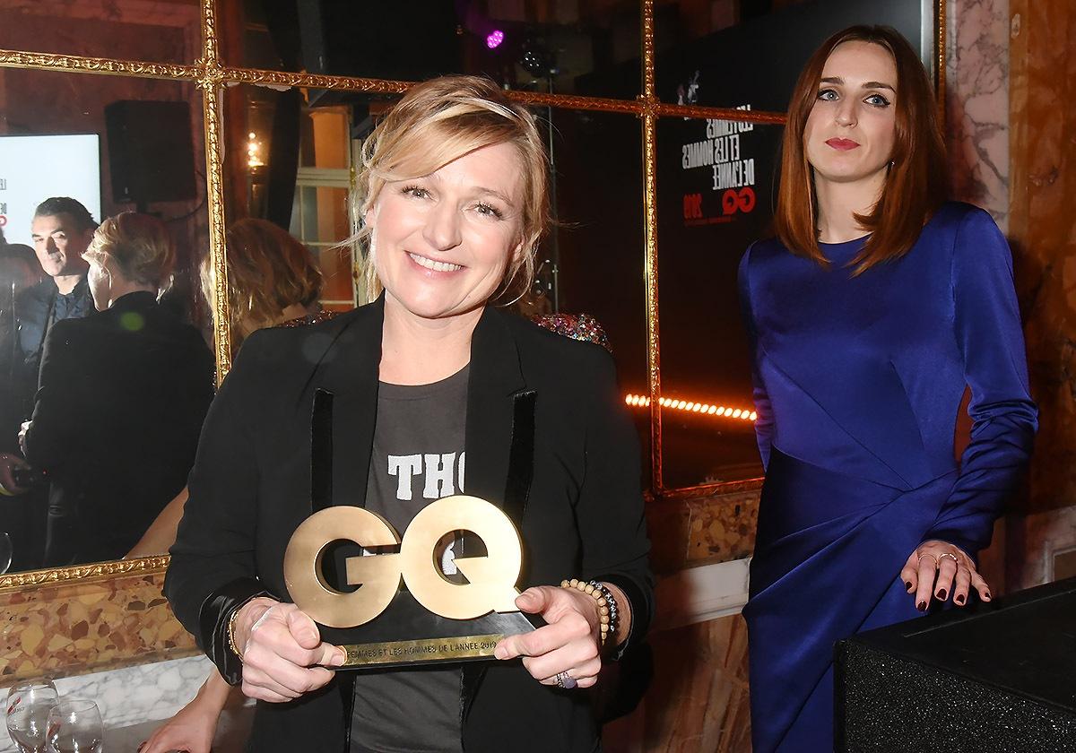 GQ Presentatrice of The Year Anne Elisabeth Lemoine se casse avec le GQ cake! Alison Wheeler s'en fout elle est au régime !