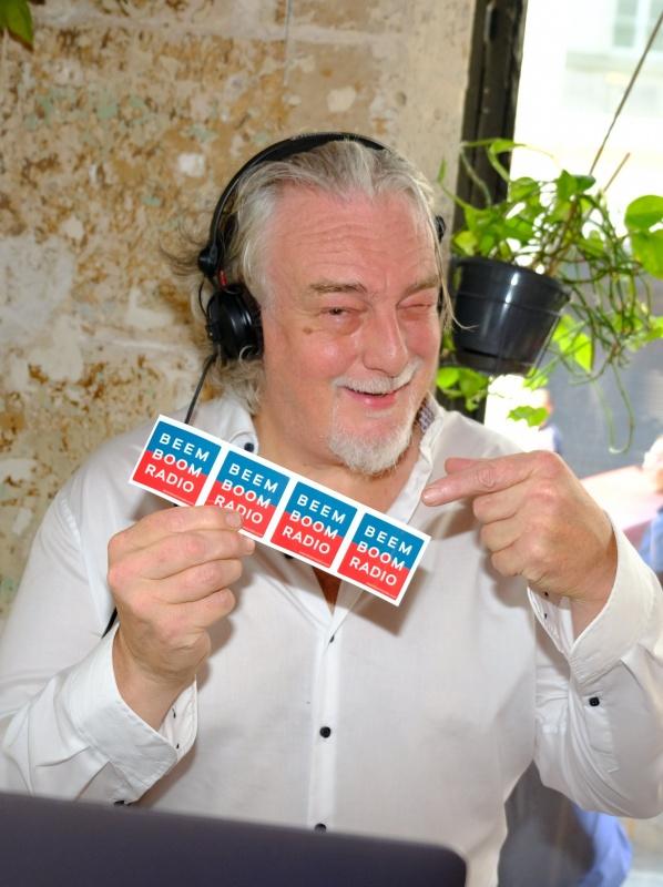 Aux platines Dj Jean Croc le createur de Beem Boom Radio.