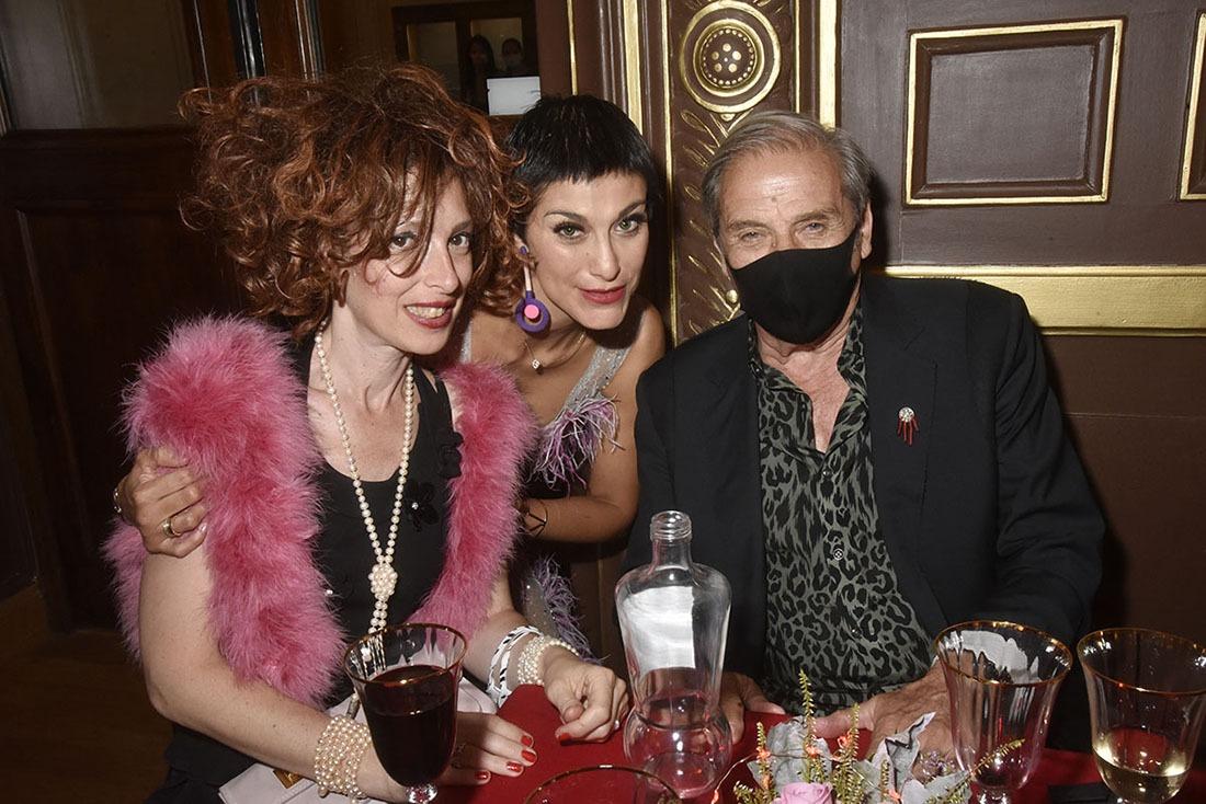 Abigail Lopez Cruz squatte Lydia Goldberg et Alain Benoist la bande a Façade