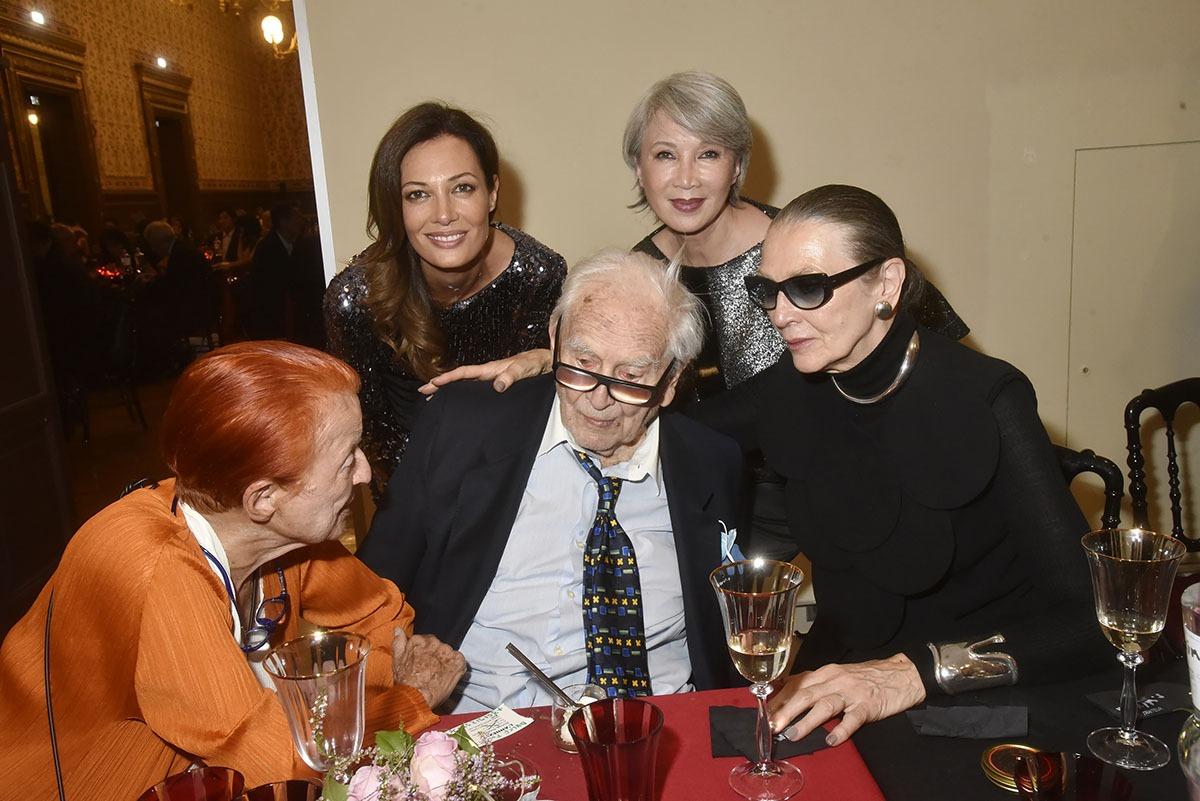 Claude Drouet, Eva Crosetta, Siti et Maryse Gaspar Pierre Cardin et son femme club
