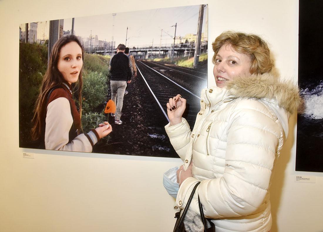 Elisabeth Grava est restée très Jeune fille en fleur devant cette photo d'Olivia Bee