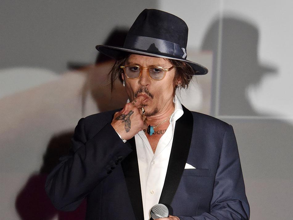 Johnny Depp en mode Johnny Deep throat… Mais des Caraibes