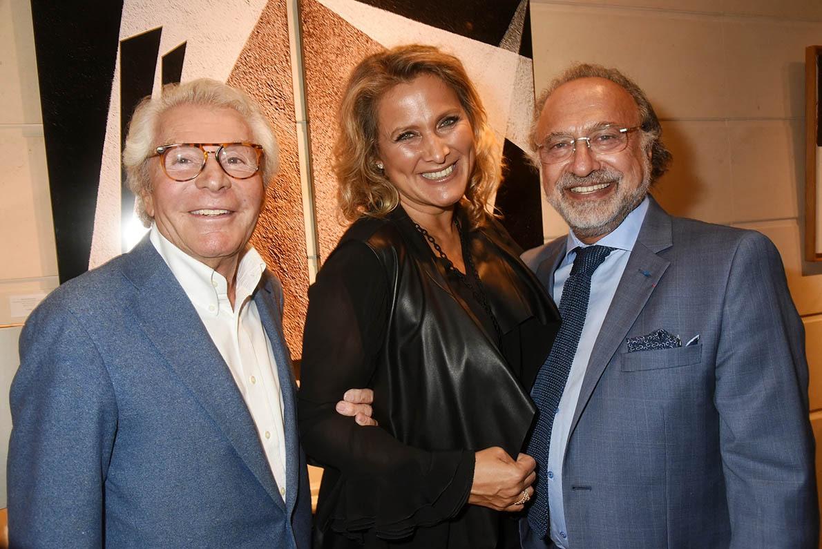 Jean Daniel Lorieux me presente les Natacha et Olivier Dassault les tauliers de la Notagalerie