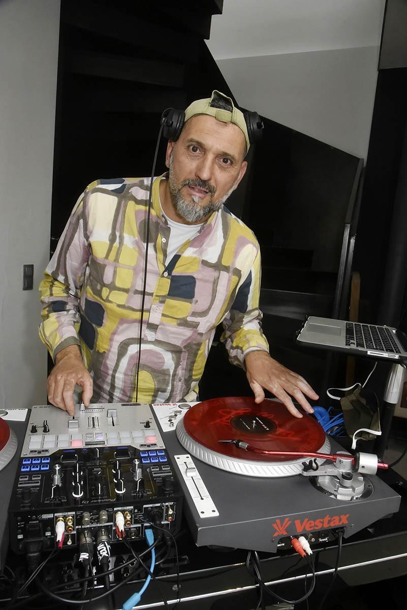 DJ Selecta K-za le kzar des Platines !! Elle etait fastoche à commenter celle là !