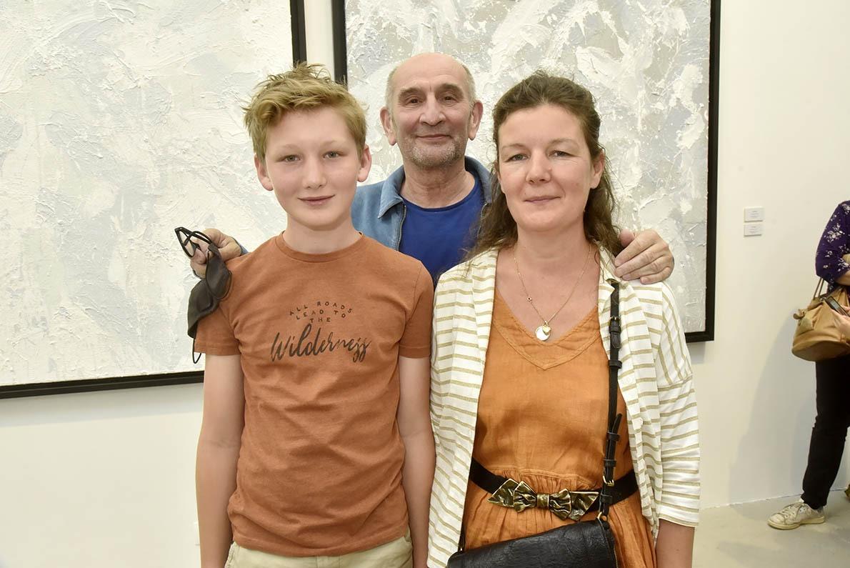 Le critique d'art Henri Francois Debailleux est venu avec son fils Jules et sa femme Emilie ! Sans masque defense immunitaire collective !
