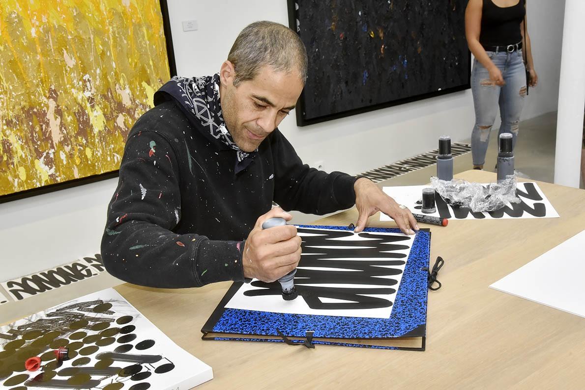 JonOne calligraphie en mode poingtilliste