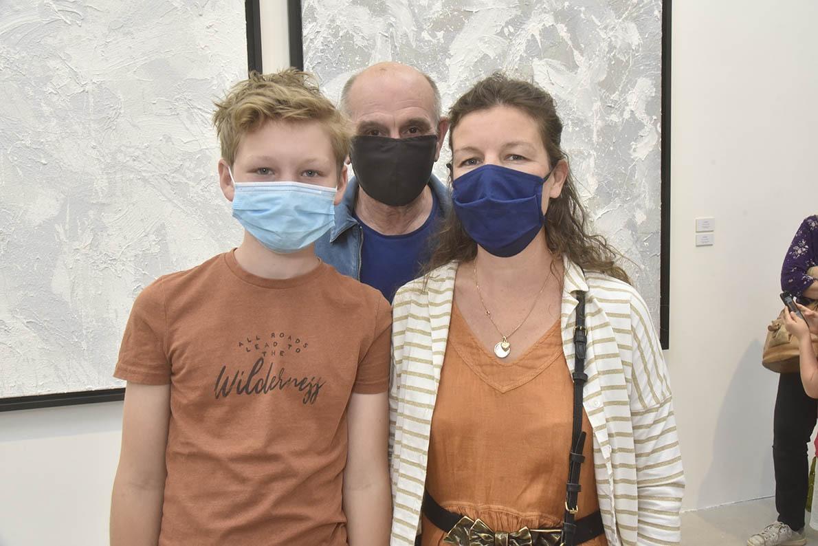 Le critique d'art Henri Francois Debailleux est venu avec son fils Jules et sa femme Emilie ! En version politikement sehr korrekt !