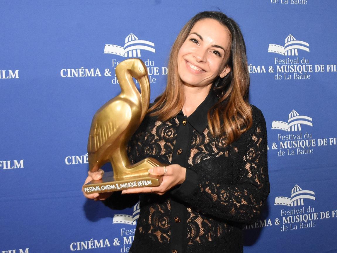 Alexandra Naoum nest pas une bimbo mais une actrice realisatrice avec Mazette ! 14 ans de carrière !!