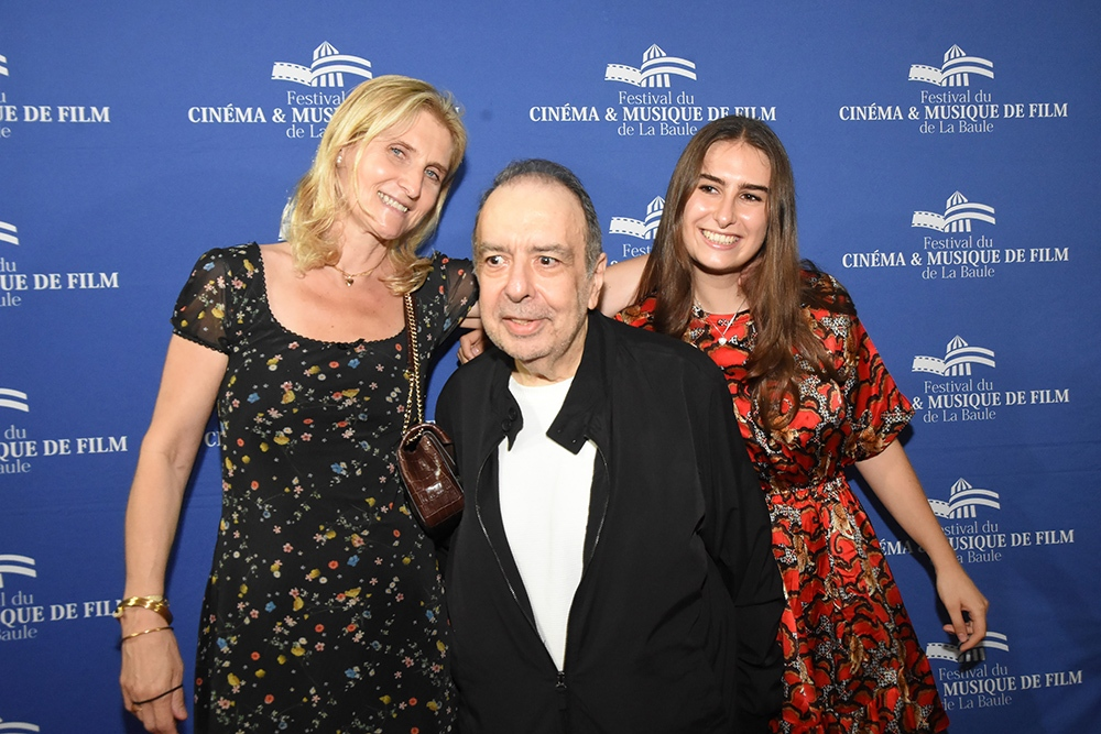 Philippe Sarde est venu chercher son Awarde avec sa femme Clotilde et sa fille Liza