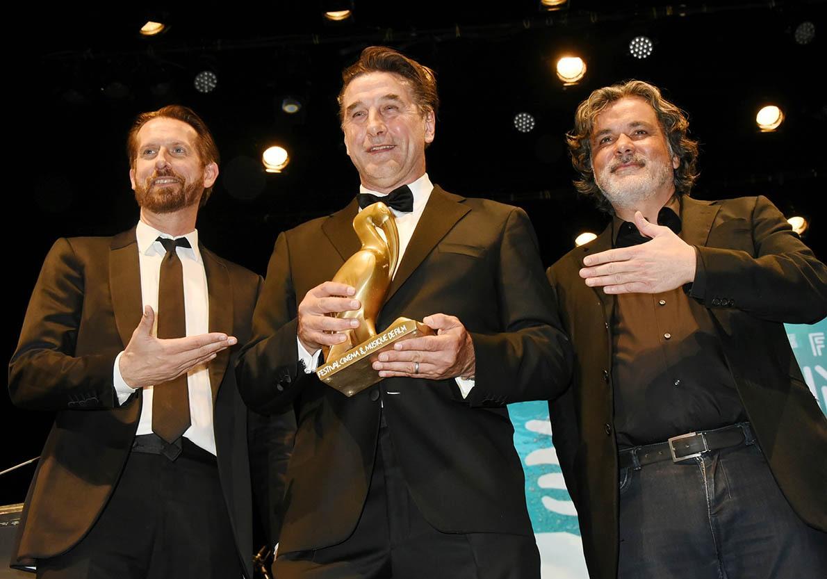 Décerné par Sam Bobino et Christophe Barratier L'Ami Americain a recu un Ibis Baulois d'honneur
