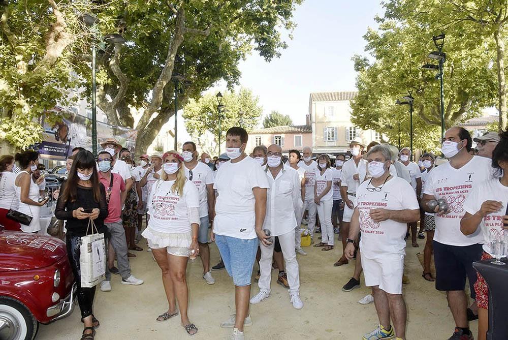 A St Tropez on pétanque mais on pétanque masqué