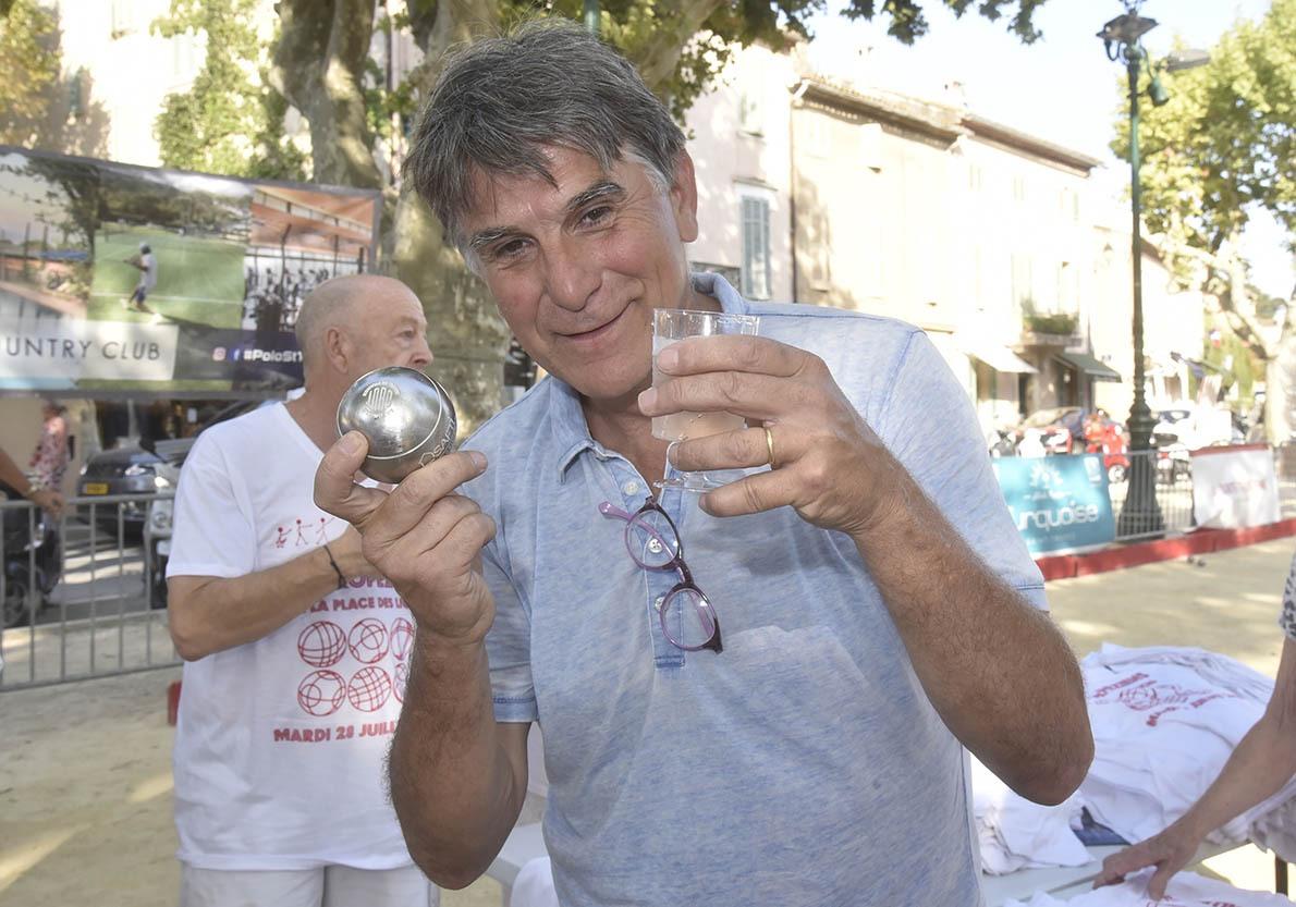 Tex est persuadé que quand on presse les boules de pétanque ça donne du bon rosé