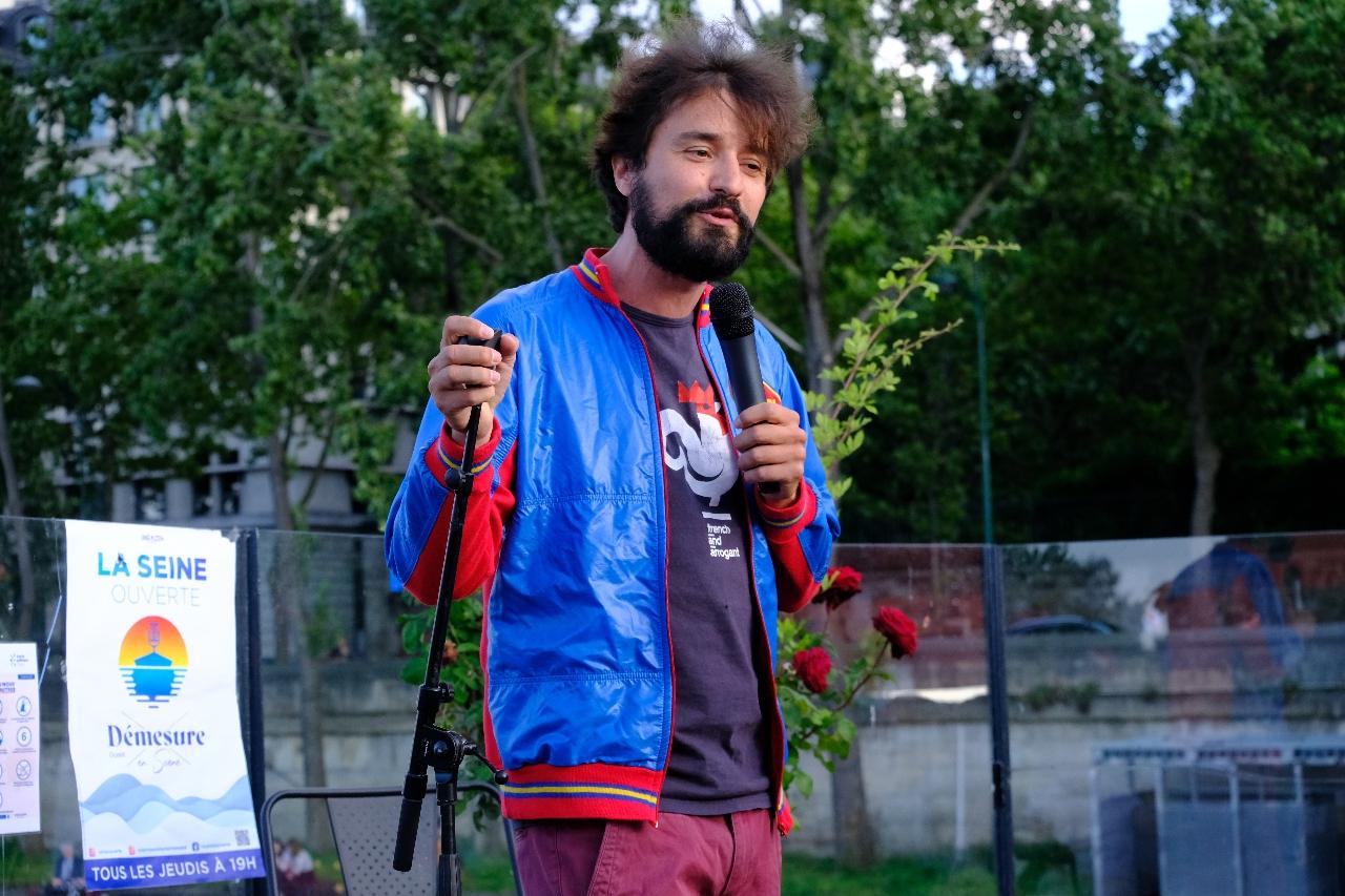 Tristan Lucas se definit comme un BOBO... Slip en bambou qui gratte...