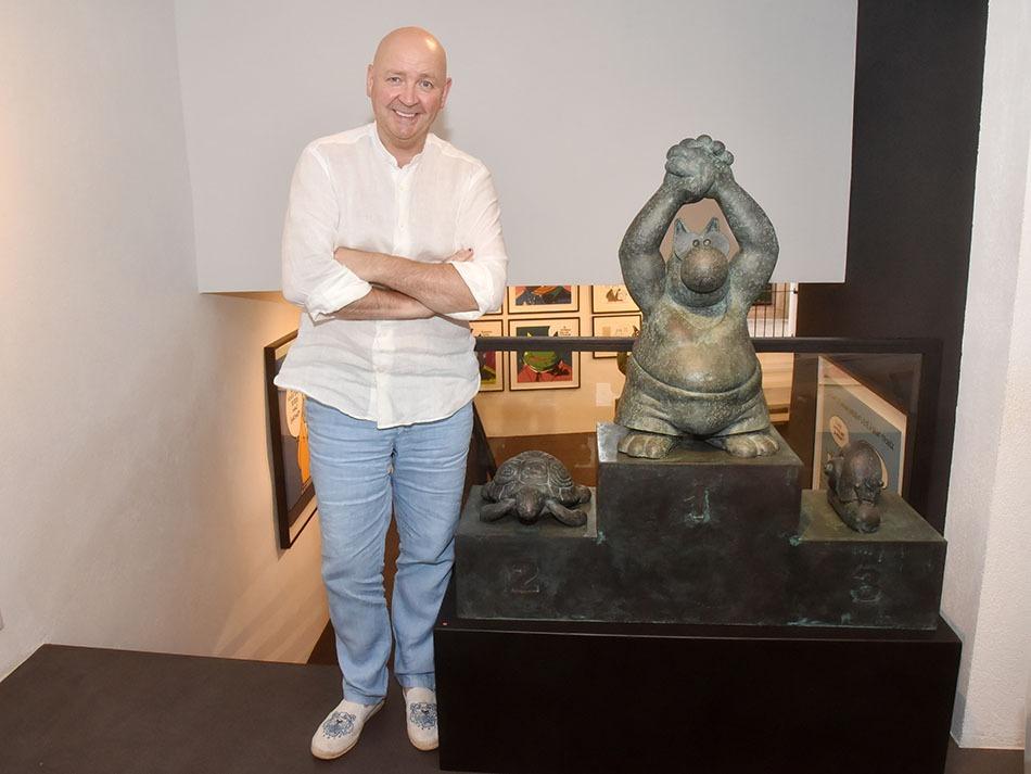 Le galeriste Paul Janssen nous presente le Champion du Chat Ca Court