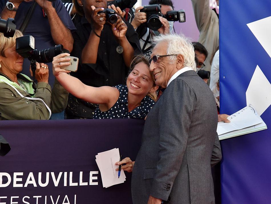 Si tu n'as pas eu ton selfie avec Gerard Darmon avant 50 ans ans c'est que tas raté le film de ta vie