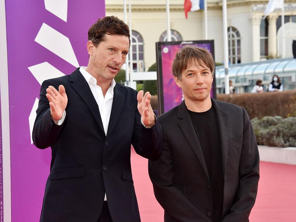 """Simon Rex Sean Baker ne savent pas encore qu'ils vont choper 2 prix pour leur film """"Red Rocket"""" Ah ces Innocents aux mains pleines !!"""