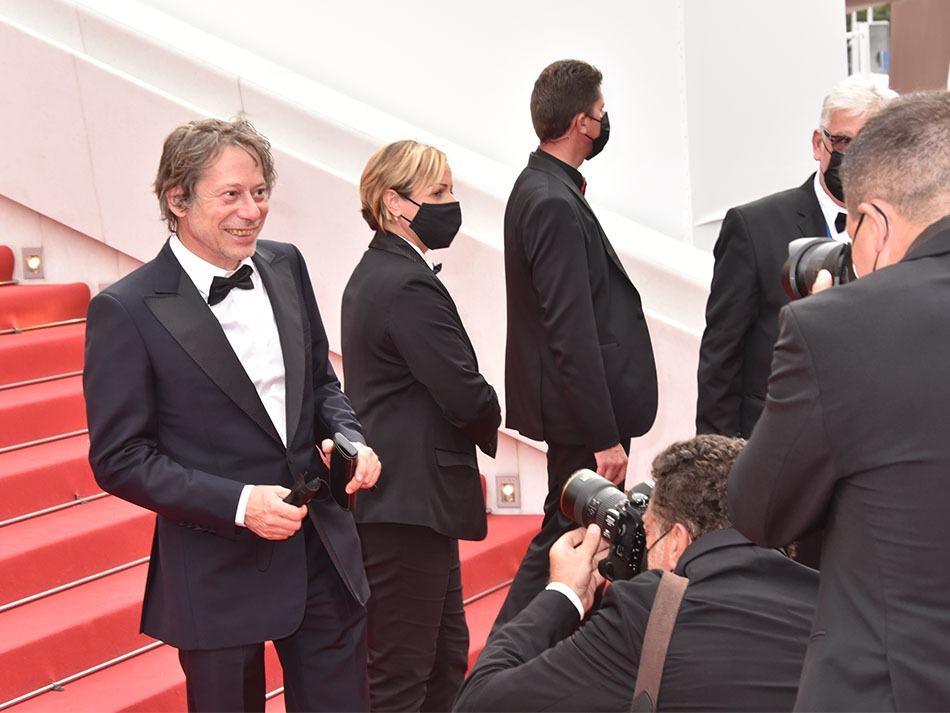 Vite une plaque comémo: Pan pan Plein feu sur Mathieu Amalric tombé pour la liberté cinématographique au pied du red carpet