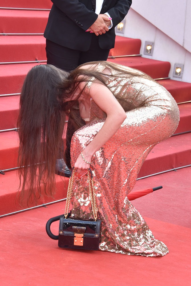 La faute à pas de chance elle a coulé une bielle en bas de la montée des marches rouges !!