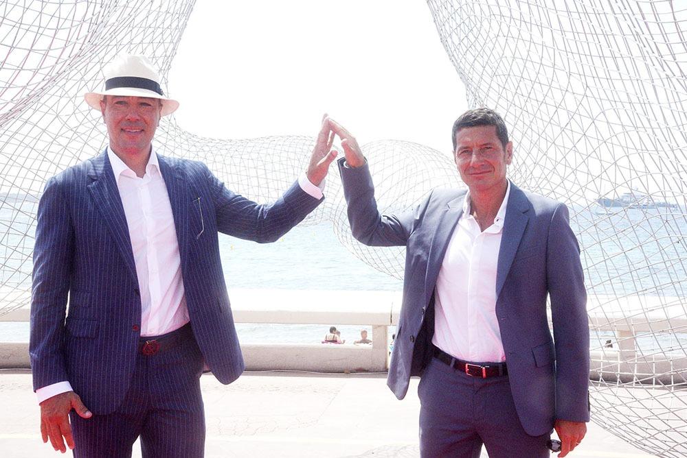 Lorenzo Quinn avec le maire de Cannes David Lisnard font « Together-Together »