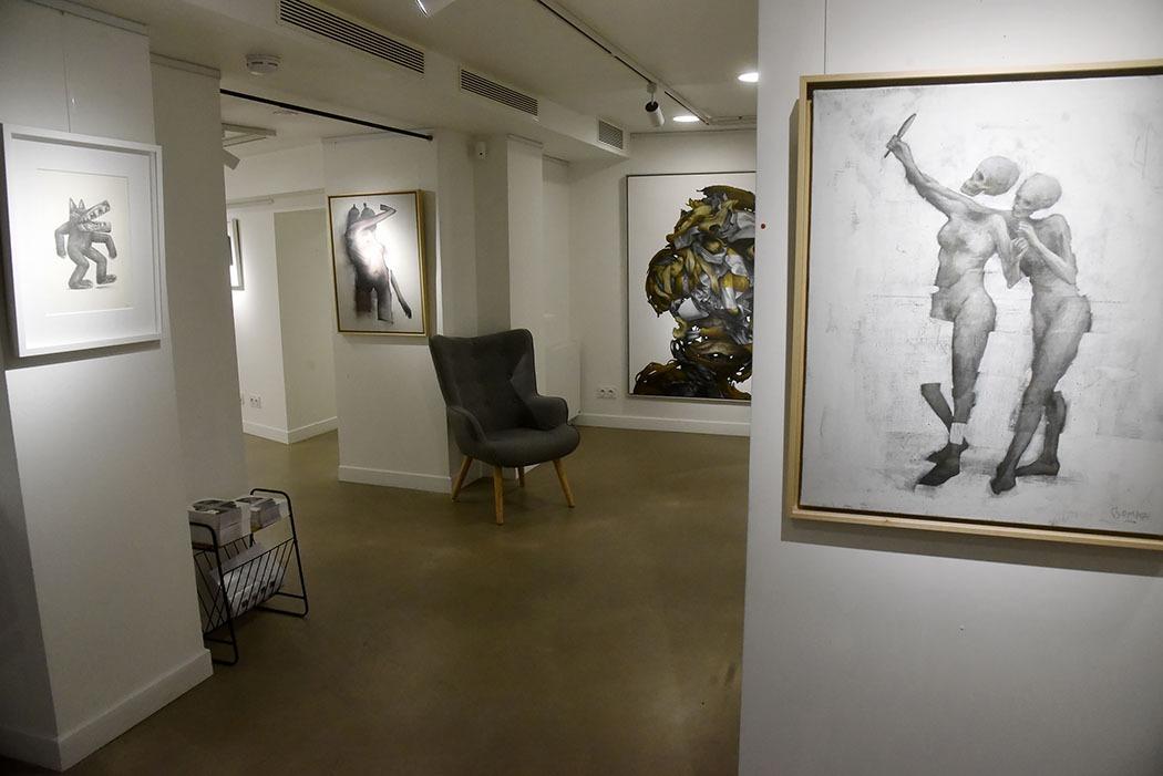 Ambiance rgénérale pendant Ma Thématiques Expo Bom.K à la Galerie Joël Knafo