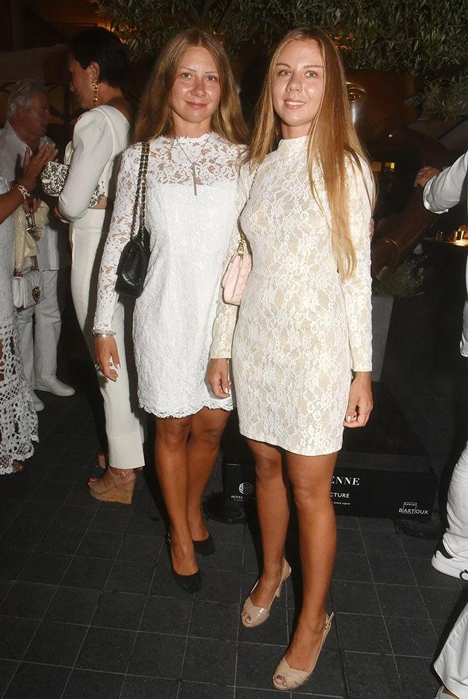 Oui oui Les deux ravissantes blondes de but en blanc Martina Ditbrener et Magdalena Drozdz sont bien soeurs