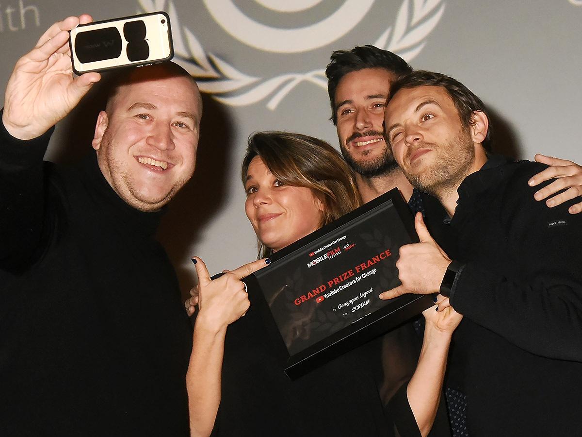 Un selfie avec Emma de Caunes et le grand Prix Mobile Film 2019 Gonzague Legout