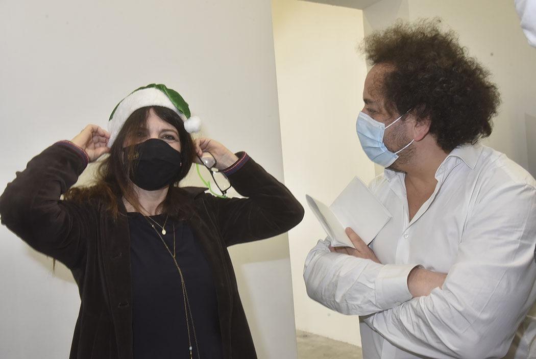 Avec Bruno Smadja Agnes Jaoui dans «Le Pere Noel s'Avance Masqué»