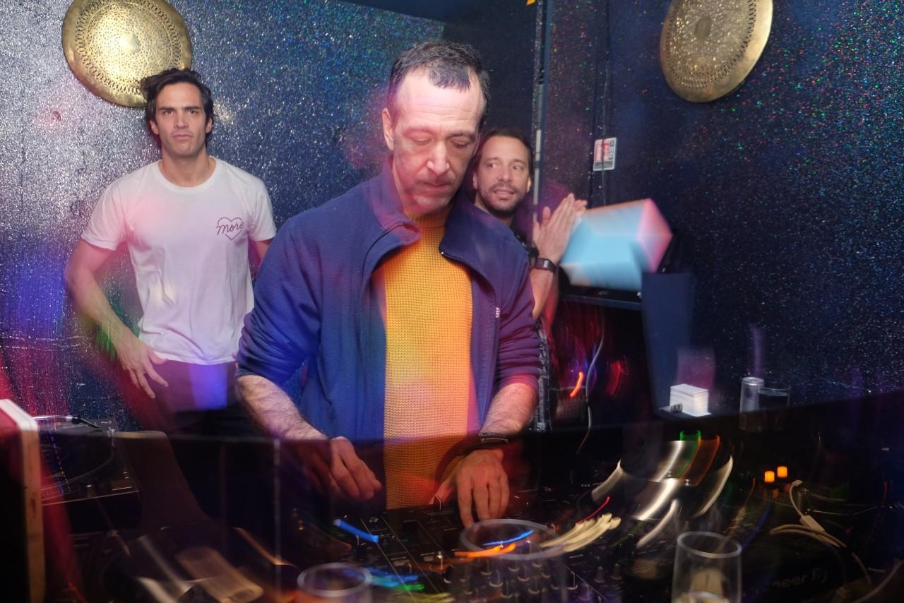 Guido , fondateur du groupe Acid Arab est aux platines de la Casbah