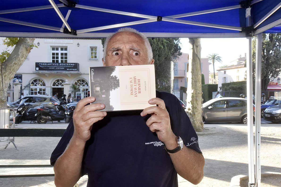 Contre le covide intellectuel René Fregni s'est blindé un masque maison!