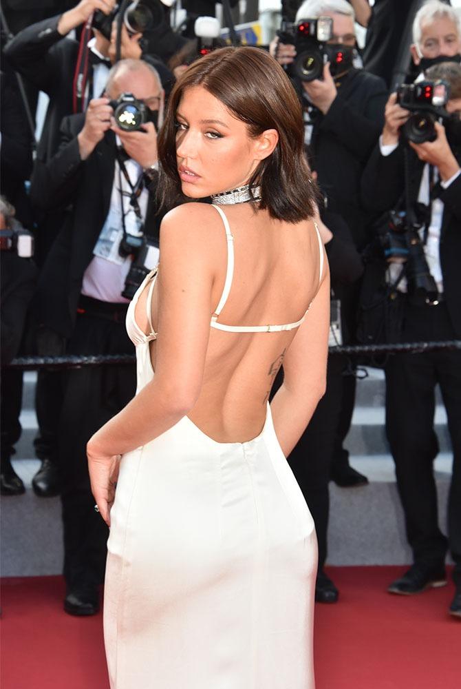 Adèle Exarchopoulos a mis sa blanche salopette à l'envers