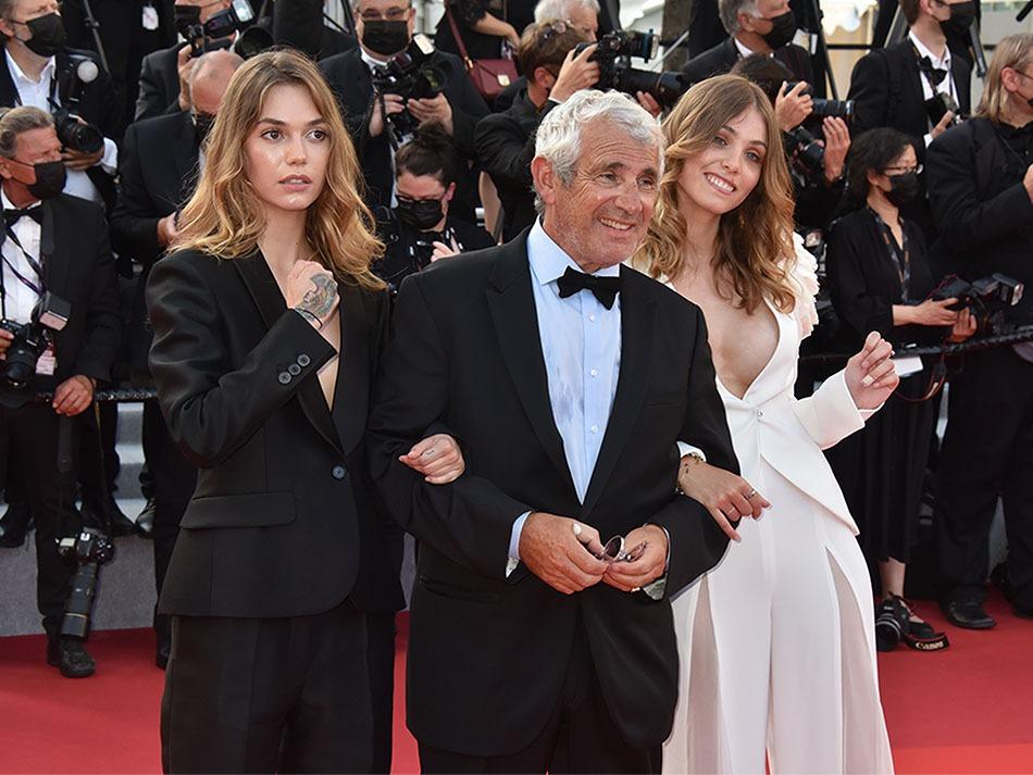 Beau Papa Michel Boujenah entre sa fille la jolie Louise Boujenah en blanc et une copine de sa fille