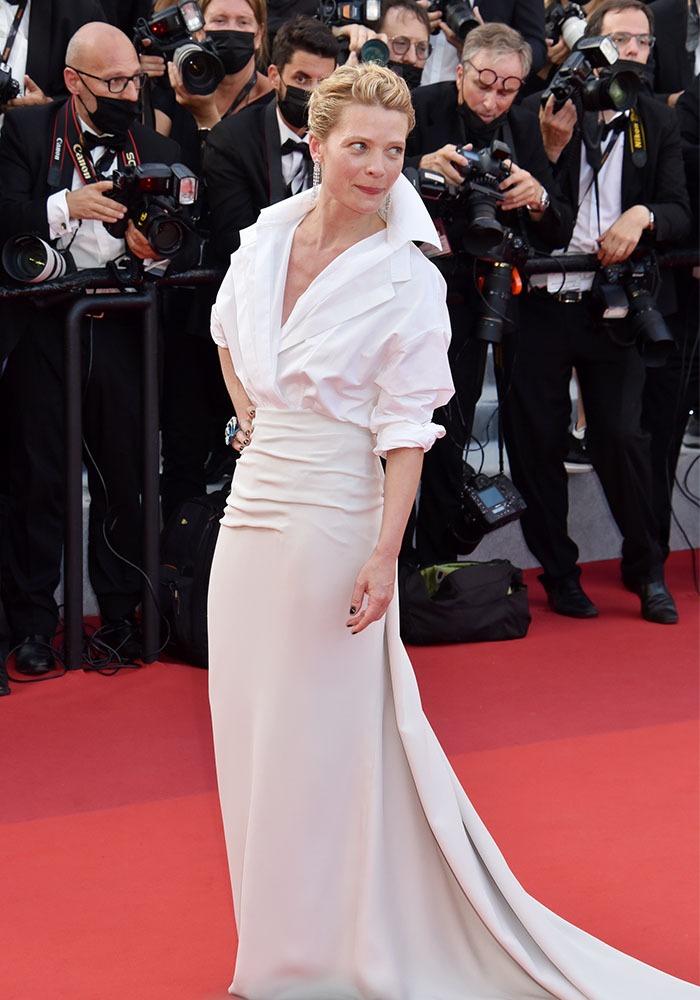 Apparition sur la raide carpette de Melanie Thierry Toute blanche vêtue
