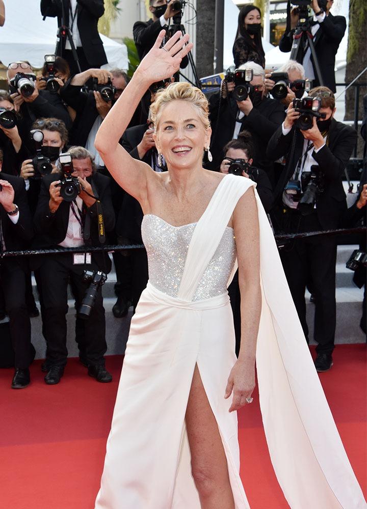 Sharon Stone péplume en Hélène de Troie sur la rouge carpet