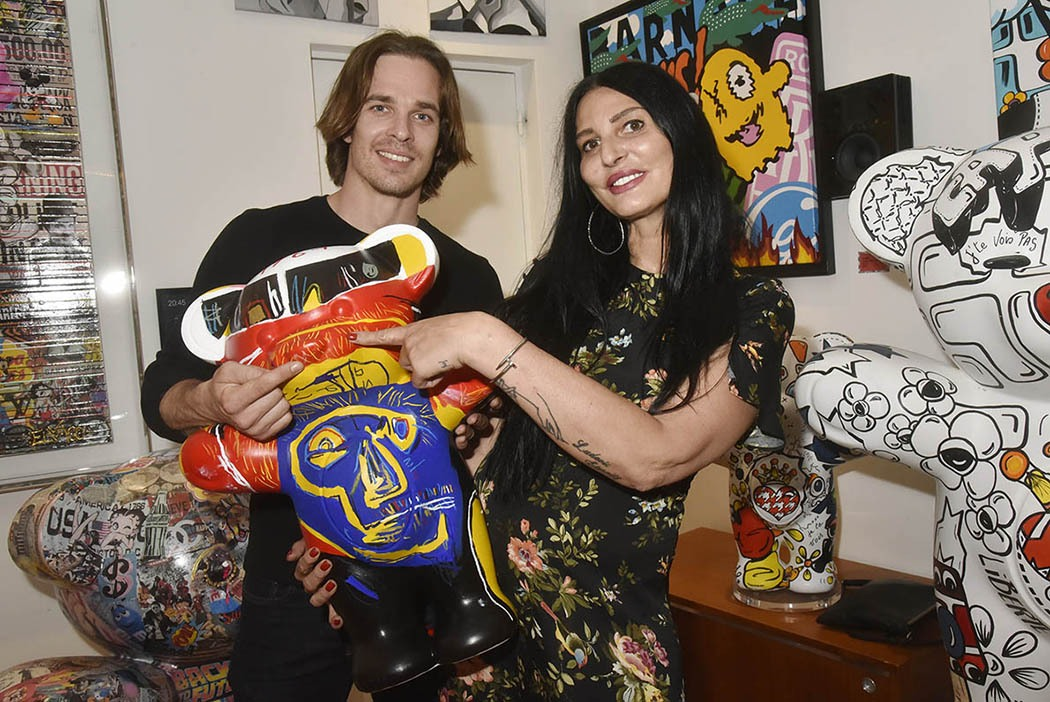 Scoop ! Sylvie Ortega Munos et Thibault Perez présentent leur rejeton mais ou sont nos amis paparazzis